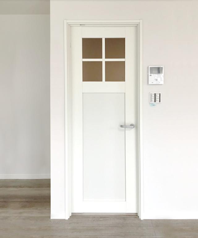 山梨県甲斐市飯野E-9号棟 新築建売住宅 リビング ドア