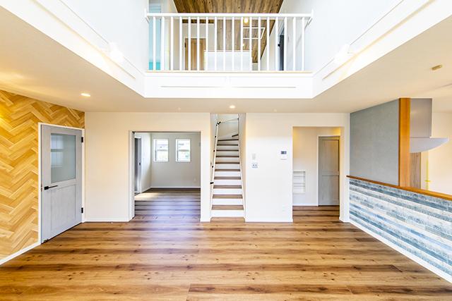 洋風デザインハウス リビング階段 施工事例