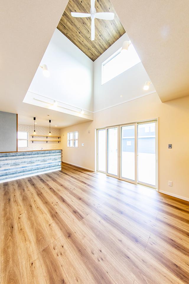 洋風デザインハウス 吹き抜け天井