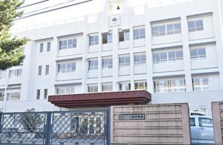 甲府西中学校