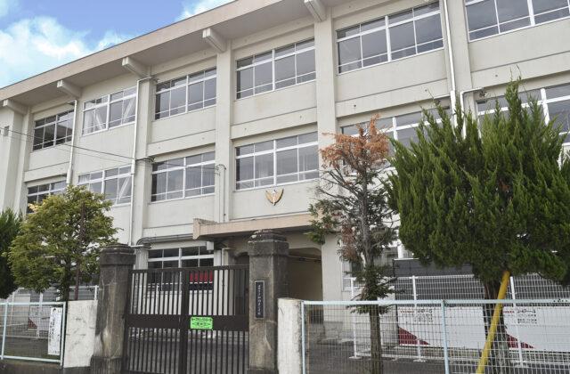 加納岩小学校